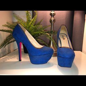 Women's size 6 royal blue platform heels.